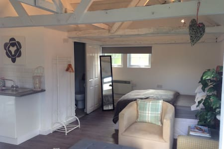 Cosy and chic studio B&B - Bed & Breakfast