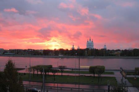 Комфорт с лучшим видом на Неву - St. Petersburg - Leilighet
