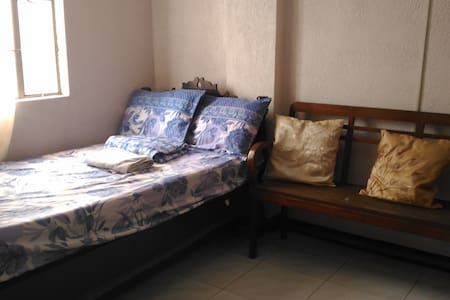 Compact and Furnished with own entrance (2) - Quezon City - Appartement