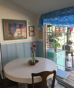 Sunny downtown Quincy two-bedroom cottage - Apartament