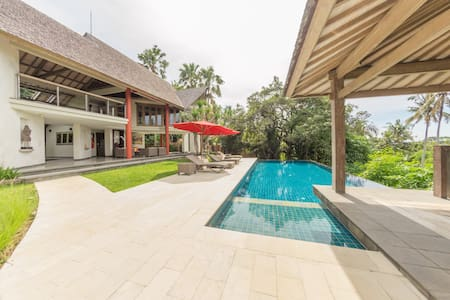 A true Oasis of Serenity with Seaview + Driver - Villa