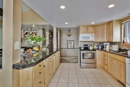 HUGE HOME! OREM 4BDRMS 3BATHRM! - Maison