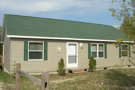 Lake House near East Jordan/Charlevoix Michigan - Hus