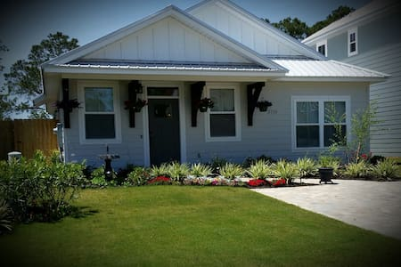 A comfortable private room in home 2 mi. to beach - Panama City Beach