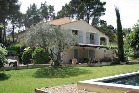 Jolie villa tout confort - piscine - Haus