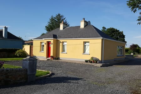 Cottage 10 mins from Carrick-on-Shannon, Cootehall - Cootehall - Rumah
