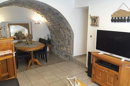 Chambre Myrtilles & Chiffons à Giez - Talo