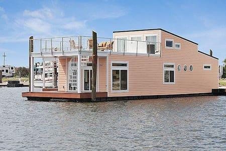 Luxury Floating Villa - Villa