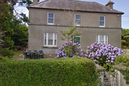 Old farm house by the sea, on the Wild Alantic Way - Cork - Apartment