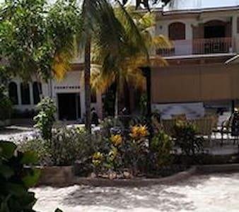 L'Eternel Est Mon Secours Hotel Gonaives, Haiti - Les Gonaïves - Bed & Breakfast