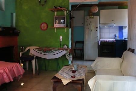 Eustathia - アパート