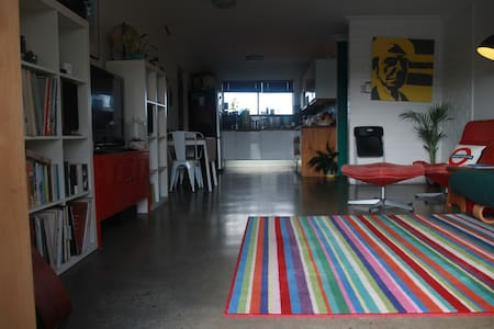 Sunny Clayfield Unit, Excellent Location! - Clayfield - Daire
