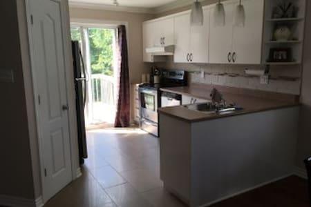 Cute bright clean HOME - Ház