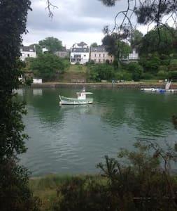 Maison de pêcheur avec vue du la rivière du Bono - Haus