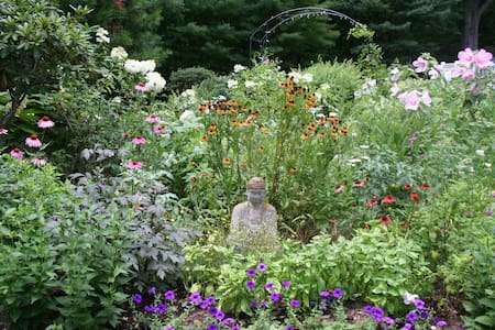 Tranquil Garden Sanctuary near town center - Guilford - Casa
