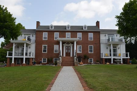 The Katherine Grace Manor - Entire Home - Wirtz - Bed & Breakfast