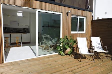 Studio avec terrasse proche plage et centre - House