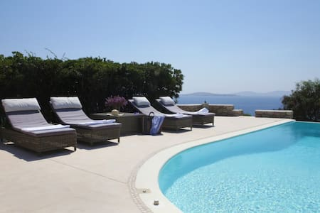 A villa at Aleomandra area with a private pool and magnificent views of the sunset and Delos island. You can also swim at the private sandy beach 100m away. The villa was fully renovated in 2014 with brand new, high quality equipment and furniture.