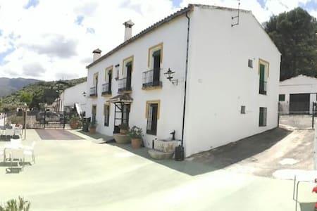 Grand country house next to the Zahara Sierra - Zahara de la Sierra - Casa