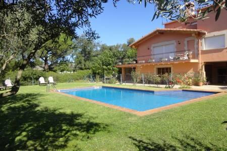 Alquiler casa aislada con piscina en Santa Cristin - House