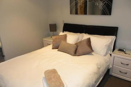 ULTIMATE Location + Parking! - Perth - Apartment