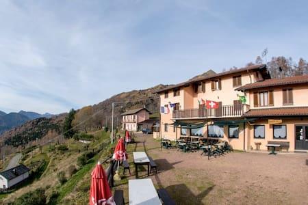 Alpe Noveis 1200 mt. - Bed & Breakfast