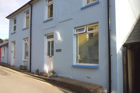 Seaside Apartment in Llangrannog - Apartment