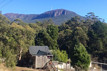 Cosy bush retreat 15 mins from city - South Hobart - Cabane