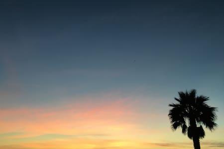 OCEANVIEW STUDIO MINUTES FROM SAND - Santa Monica