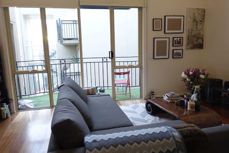 Comfy 1BR in Trendy Location - Prahran - Lägenhet