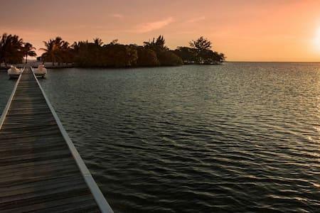 Royal Belize Private Island Resort - Ilha