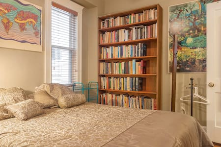 Comfy bed, free parking, near Tufts - Casa