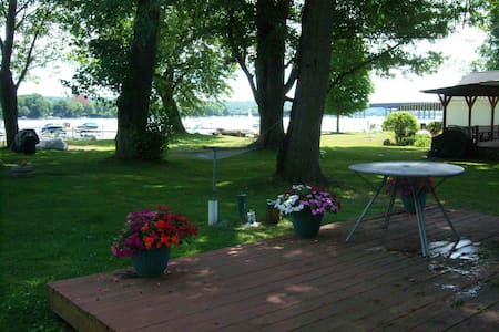 Charming Cottage on Chautauqua Lake W/ Dock - Chambres d'hôtes