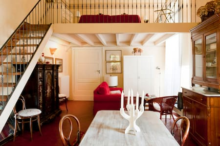 Le Zie nel castello - Bed & Breakfast