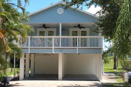 Charming Key West Style Villa - Naples - Dom