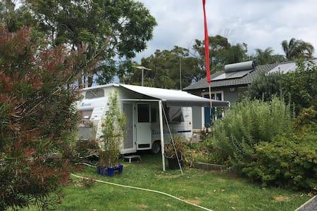 Caravan waterfront, front garden - Camper/RV
