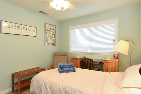 Cozy room in remodeled house - Mountain View - House