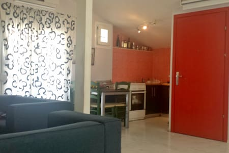 Delightful and sunny studio apartment - Stavroupoli - House