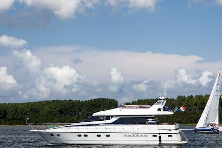Overnachten op luxe jacht in haven van Yerseke - Hajó