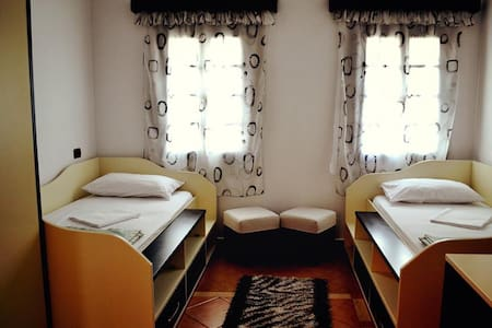 Hotel Belgrad Mangalem 1 - Bed & Breakfast