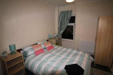 5 bed House in Pontypridd - Pontypridd - Casa