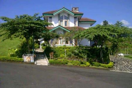 Villa Ora Et Labora Ciater Highland Resort - Villa