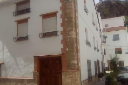 La TIENDA de FELIPE-1, PONTONES, Sierra de Segura - Lejlighedskompleks