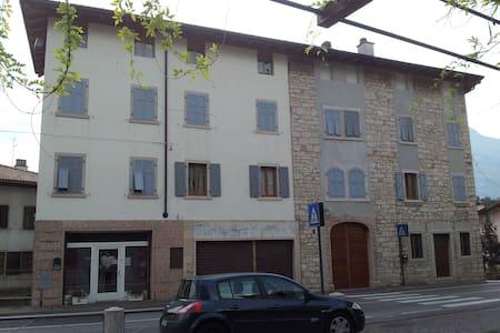 "in centro storico a Calavino ""valle dei laghi"" - Calavino"