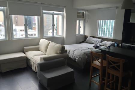 Modern+Convenient+Apartment+Central