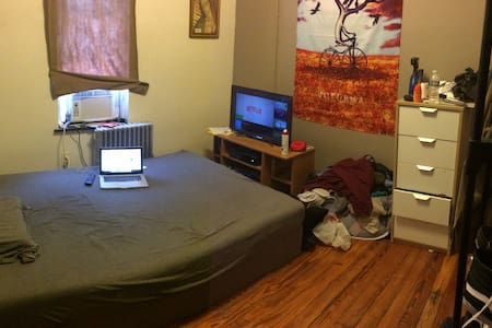 Cozy Bushwick Room - Brooklyn - Apartment