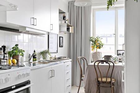 在市中心的经济舒适干净房间 - House