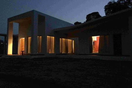 The Hermitage - Private Villa on a Cliff 2BHK - Ooty - Bungalov