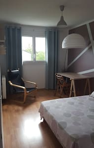 Private bedroom (Chambre privée) and spa - House