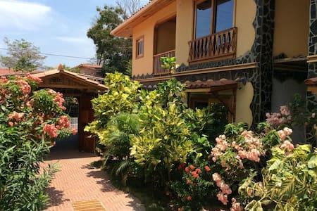 Priority Villas, 2 story, pool, BBQ - Contadora - Villa